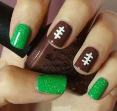 Decoración de uñas para el Super Bowl