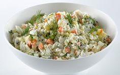 Rustik torskesalat med rodfrugter Skøn og nem torskesalat med små tern af rodfrugter og hakkede krydderurter. Kan fx laves af en rest fisk fra dagen før.