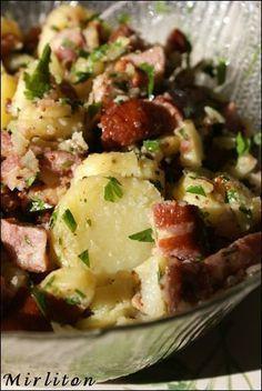 The salad that is always a tobacco! potatoes / Morteau sausage / bacon La salade qui fait chaque fois un tabac! Healthy Snacks, Healthy Recipes, Comfort Food, My Best Recipe, Salad Bar, Potato Recipes, Fish Recipes, Love Food, Entrees