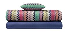 Energetic and multicolored zigzags on new bedlinen cotton twill sets. Stay tuned to find them on our e-shop #missonihome #springtime