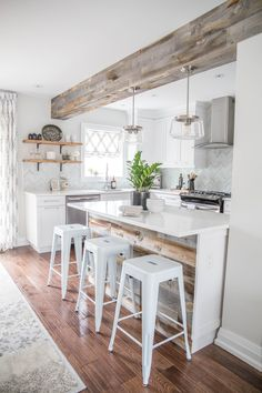 40 Awesome Farmhouse Kitchen Cabinets Design Ideas and Decorations 25 Modern Austin farmhouse kitchen 40 modern country kitchen design ideas to change your kitchen style 40 Awesome Farmhouse Kitchen Cabinets Design Ideas and Decorations 25 Modern Farmhouse Kitchens, Farmhouse Kitchen Decor, Home Decor Kitchen, Interior Design Kitchen, Home Kitchens, Rustic Farmhouse, Kitchen Modern, Kitchen Hacks, Farmhouse Ideas