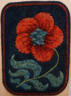 Posey by Catherine Henning This is rug hooking, but could be felted easily too Rug Hooking Designs, Rug Hooking Patterns, Wool Applique Patterns, Punch Needle Patterns, Penny Rugs, Proddy Rugs, Hand Hooked Rugs, Handmade Rugs, Handmade Crafts