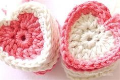Sewing Daisies: Valentine Kisses hearts.  Free pattern.  Many thanks x.