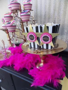 Oscar party glam popcorn, perfect for your Academy Awards party! See more party ideas at CatchMyParty.com.