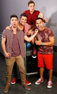 Big Time Rush. Kendall's face is priceless.