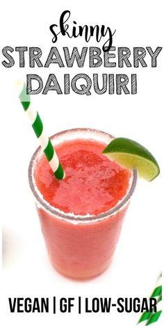 Keto Strawberry Daiquiri (Vegan + No Added Sugar + Low Calorie) Skinny Strawberry Daiquiri! Low Carb Cocktails, Low Sugar Alcoholic Drinks, Alcoholic Beverages, Cocktail Drinks, Cocktail Recipes, Healthy Smoothie, Fruit Smoothies, Healthy Drinks, Smoothie Recipes