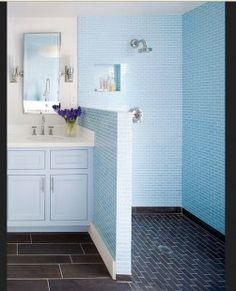 kamar mandi sederhana warna biru muda