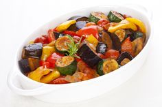 Ratatouille au four Famous French Dishes, Classic French Dishes, French Food, Gluten Free Recipes, Vegetarian Recipes, Cooking Recipes, Healthy Recipes, Ratatouille Au Four, Vegetarian Main Course