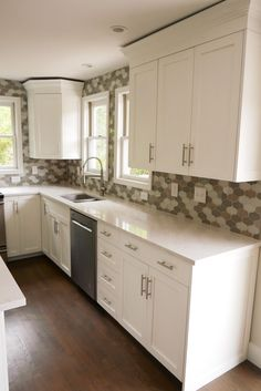 Spend what u make enjoy the beauty of the world. How To Install Countertops, Cabinets And Countertops, Diy Cabinets, Diy Organizer, Diy Furniture Projects, Cool Diy Projects, Project Ideas, Kitchen Design, Kitchen Decor