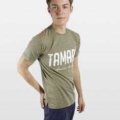 CAMISETA JASPEADA TAMARIT VERDE Camiseta 100% algodón fabricada en España, con los mejores materiales. Serigrafiadas con tintas de alta calidad.     Incluye caja de cartón y 3 pegatinas.