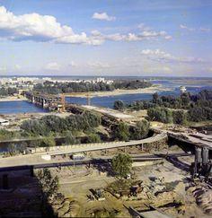 Widok na budowaną Trasę Łazienkowską i most od strony Śródmieścia - 1973 r. W prawym górnym rogu studnia Gruba Kaśka.