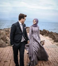 ✔ Couple Outfits For Wedding Engagement Photography Couple Wedding Dress, Wedding Couples, Wedding Bride, Bride Groom, Wedding Engagement, Couple Hijab, Couple Outfits, Muslimah Wedding Dress, Muslim Wedding Dresses