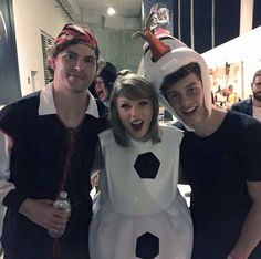 Taylor Swift with Vance Joy and Shawn Mendes backstage at the 1989 Tour in Tampa, Florida 10/31/15