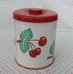 love it....once upon a time cherries were a common theme in tablecloths, flour sifters, and canisters, etc.
