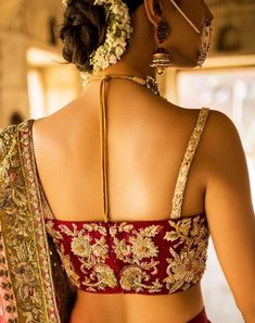 Top Pakistani Bridal Designers And Their Festive Wear Cost Golden Blouse Designs, New Saree Blouse Designs, Half Saree Designs, Fancy Blouse Designs, Blouse Styles, Sleevless Saree Blouse, Designer Sarees Wedding, Modern Saree, Designer Blouse Patterns