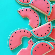 This listing includes 1 dozen watermelon sugar cookies, in two sizes - 6 large wide), 6 medium wide). These cookies will be made in Summer Cookies, Fancy Cookies, Iced Cookies, Cute Cookies, Royal Icing Cookies, How To Make Cookies, Fox Cookies, Elegant Cookies, Iced Biscuits