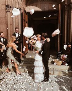 From the ombré florals to the stunning incorporation of marble and touches of rose, this modern garden wedding is sweeping us off our feet! Wedding Bells, Boho Wedding, Dream Wedding, Garden Wedding, Wedding Exits, Wedding Photos, Destination Wedding, Wedding Photography Inspiration, Wedding Inspiration