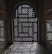 Moucharabieh - Wikipédia Islamic Architecture, Art And Architecture, Arcade, Architecture Model Making, Muslim Culture, Islamic Patterns, Art Deco, Stuck, Moorish