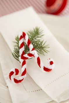 Holiday Table DIY Candy Cane Style -- Twist 1 red and 1 white pipe cleaner together, form into a letter for each place setting. Primitive Christmas, Noel Christmas, Little Christmas, Winter Christmas, All Things Christmas, Christmas Ornaments, Christmas Place, Christmas Ideas, Classy Christmas