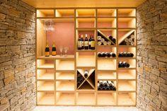 cave à vin, déco bois et pierre apparente
