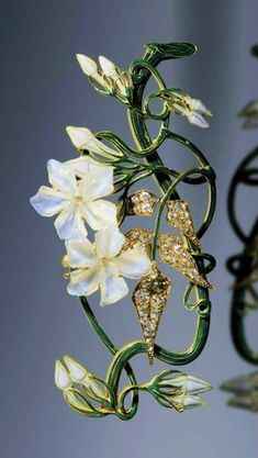 René Lalique, Jasmin Corsage ornament - 1899-1901 - Private Collection Shai and Shuxiu Lin Bandmann