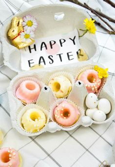 Mini Zitronen-Kokos Guggelhupfe im Osternestchen Mini, Cupcake Liners, Food Coloring, Easter Bunny, Dinner Napkins, Easter Activities