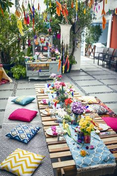 Colorful guest table