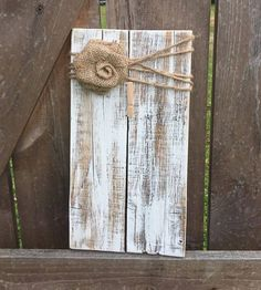 Rustic wooden picture frame / note holder / wooden frame / r Picture Frame Crafts, Rustic Picture Frames, Picture On Wood, Rustic Frames, Pallet Pictures, Rustic Pictures, Rustic Decor, Farmhouse Decor, Rustic Wood