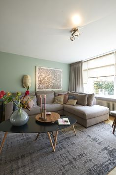 I like the color on the wall, a corner couch and mutiple tables or one big coffee table in the middle. Living Room Inspiration, Interior Inspiration, Living Room Decor, Living Spaces, Living Room Color Schemes, Piece A Vivre, Green Rooms, Room Colors, Home And Living
