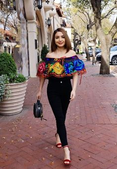Chiapas Blouse – Amor a Mexico Mean Girls Outfits, Girls Night Out Outfits, Nye Outfits, Paris Outfits, Casual Summer Outfits, Fashion Outfits, Outfits Hipster, Stage Outfits, Punk Fashion