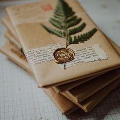 Best Ideas For Wedding Card Envelope Mail Art card envelope Best Ideas For Wedding Card Envelope Mail Art Creative Gift Wrapping, Creative Gifts, Wrapping Gifts, Brown Paper Wrapping, Wrapping Ideas, Pen Pal Letters, Love Letters, Envelope Art, Gift Envelope