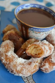 Churros (Spanish Doughnuts) are part of the choux pastry family and are quite easy to make Köstliche Desserts, Delicious Desserts, Dessert Recipes, Yummy Food, Churros, Spicy Recipes, Mexican Food Recipes, Cooking Recipes, Simple Recipes