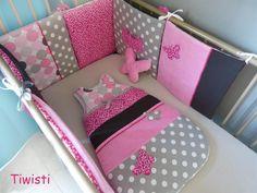 Tour de lit coussin et gigoteuse 0-6 mois, grise, fuchsia à fleur, velours rose et papillon : Linge de lit enfants par tiwisti
