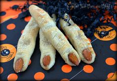 Wicked Witch Fingers ~ made with Rhodes Dinner Rolls and almonds Fete Halloween, Holidays Halloween, Halloween Treats, Spooky Treats, Halloween Foods, Halloween Dinner, Creepy Halloween, Halloween Cakes, Halloween Projects