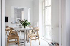 Cocina y comedor en blanco con mis sillas favoritas