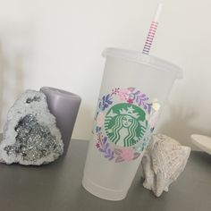 Jul 2019 - Personalize your own Starbucks Hot/Cold Cup anyway you like with this Cricut Vinyl Decal Tutorial plus sizing guide. Personalized Starbucks Cup, Custom Starbucks Cup, Starbucks Logo, Starbucks Drinks, Personalized Cups, Starbucks Merchandise, Starbucks Cup Design, Custom Cups, Vinyl Decals