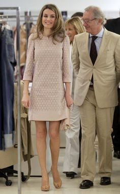 Princess Letizia Ortiz in Mango - Office Outfits Mode Outfits, Office Outfits, Casual Outfits, Princess Letizia, Queen Letizia, Looks Chic, Looks Style, Meeting Outfit, Style Royal