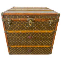 Louis Vuitton Monogram Canvas Cube Trunk In Amazing Condition  Des malles de voyage comme on en voit plus beaucoup !