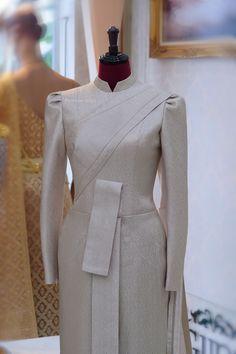 Myanmar Traditional Dress, Thai Traditional Dress, Traditional Fashion, Traditional Outfits, Thai Wedding Dress, Thai Fashion, Thai Dress, Queen Dress, Classy Dress