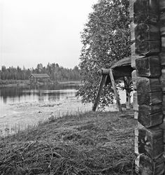 Black and White Photos of Daily Life in Finland in 1941 - lake, building - Finnish