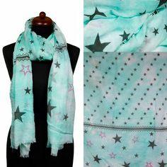 Leuke trendy sjaal met sterrenprint. Een echte musthave voor deze zomer. De sjaal heeft een licht groene kleur die goed past bij een casual outfit. De uiteinden zijn voorzien van fijne franjes.  Materiaal: 70% Viscose & 30% Katoen  Afmeting: 190 x 90 cm  Link: http://www.sjaals4you.nl/sjaal-stargazer-licht-groen.html