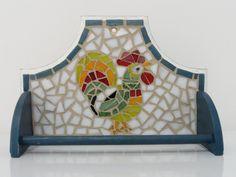 Porta pano de prato galo em mosaico. Base em mdf.