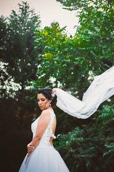 Un día mágico en el mes de las flores #matrimoniocompe #bodasperu #primavera #bodaenprimavera #primaveral #mesdelamorylaamistad Outfit Primavera, Wedding Dresses, Fashion, Wedding Poses, Fresh Flowers, Simple Wedding Gowns, Elegant Wedding, Beach Weddings, Bride Dresses