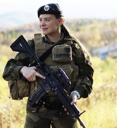 Military Personnel, Military Police, Military Uniforms, Norwegian Army, Camo Guns, Contemporary History, Military Branches, Outdoor Girls, Warrior Girl