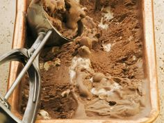 Wer mag noch so gerne Nougateis. Nougat-Schokoladen-Eis - smarter - Zeit: 30 Min. | eatsmarter.de
