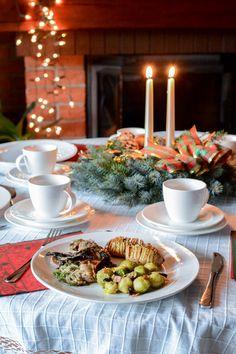 Polędwiczki wieprzowe z grzybami Table Decorations, Home Decor, Homemade Home Decor, Decoration Home, Dinner Table Decorations, Interior Decorating, Center Pieces