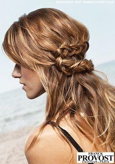 Geflochtener Haarkranz zu offenen Wellen / Flechtfrisuren