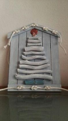 Alberello di Natale con legnetti di mare