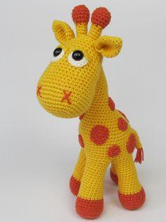 Žirafka Neli - návod Autorský podrobný návod na háčkovanou hračku pro děti. Návod na žirafu obsahuje doporučené materialy, podrobný popis řádek po řádku s obrázky jednotlivých dílů a detailů sešívání. Při použití doporučených přízí je žirafka cca 32cm vysoká. Materiál: 60% bavlna, 40% akryl, (Kačenka) háček č. 3,5 Náročnost: středně těžké, vhodné ...