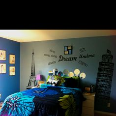 I absolutely love this! I want to do something like this to my room!